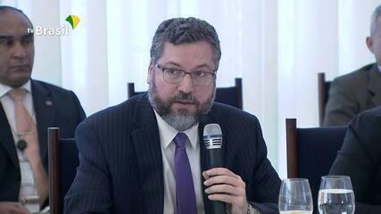 Em reunião ministerial, Ernesto Araújo acusa OMS de falta transparência e coerência