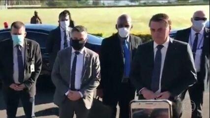 Bolsonaro é cobrado por ex-apoiadora e reage: 'Cobre do seu governador. Sai daqui'