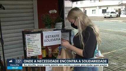 Jovem monta estante solidária para ajudar quem precisa em Joinville