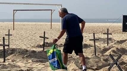 Saiba quem é o homem que derrubou cruzes ao invadir ato pelas mortes por Covid-19 no Rio
