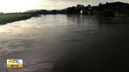 Nível dos rios Mundaú e Paraíba sobe devido às fortes chuvas no interior de Alagoas