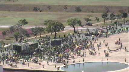Apoiadores de Bolsonaro se concentram na Esplanada dos Ministérios, em Brasília
