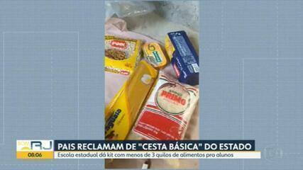 Pais de alunos de escola estadual de Nova Iguaçu reclamam de 'cesta básica'