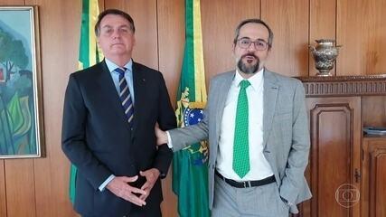Governo muda a data da demissão de Weintraub no Diário Oficial