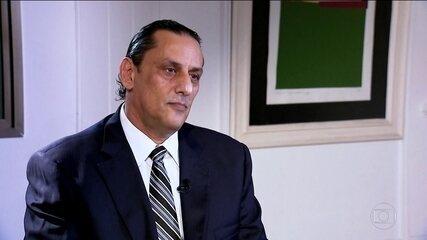 Depois de mentir que não conhecia Queiroz, Wassef confessa que deu abrigo ao ex-assessor