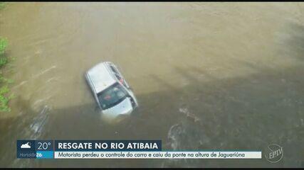 Motorista perde controle da direção e cai com carro dentro do Rio Atibaia, em Jaguariúna