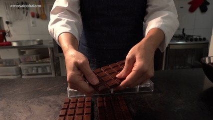 Saiba como é feito o processo de fabricação do tradicional chocolate baiano