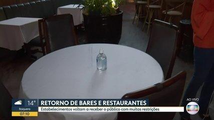 Após três meses com salões fechados, bares e restaurantes reabrem