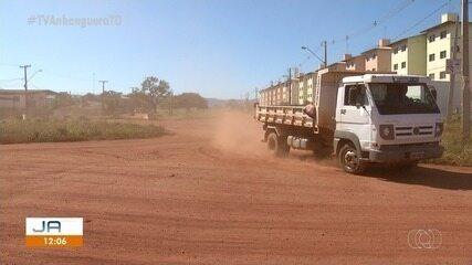 Moradores reclamam de ruas sem asfaltos e aumento da poeira neste período