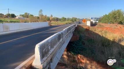 Ponte que caiu no trecho urbano de rodovia em Votuporanga está quebrada há dois anos