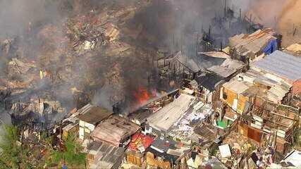 Incêndio consome barracos em favela da Zona Norte de São Paulo