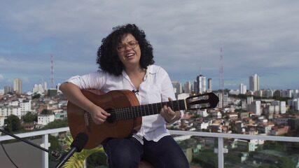 Marilia Sodré trilha o programa com suas canções, e bate-papo com Aldri Anunciação