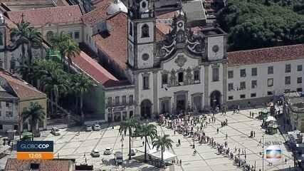 Fiéis homenageiam Nossa Senhora do Carmo, padroeira do Recife, com restrições da pandemia