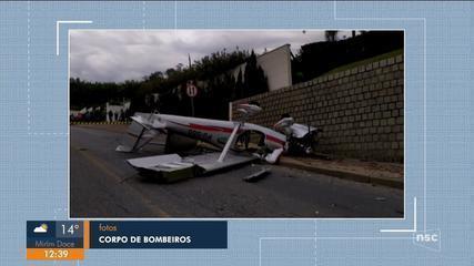 Queda de avião monomotor deixa dois homens feridos em Guabiruba