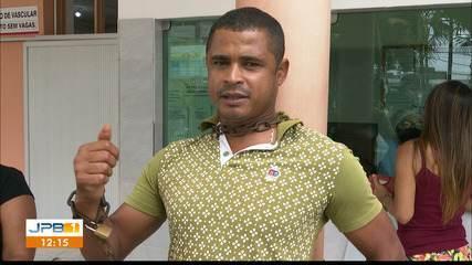 Homem se acorrenta em hospital em protesto por internação do pai