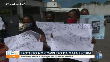 Familiares de presos pedem a liberação das visitas no presídio da Mata Escura, em Salvador