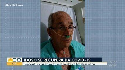 Idoso com coronavírus deixa UTI e canta para comemorar, em Goiás