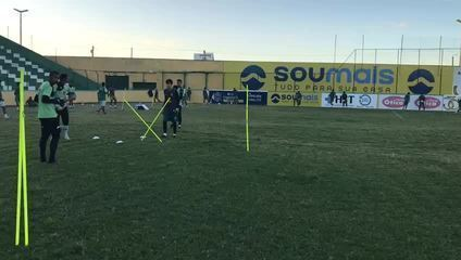 Lucas tem 14 anos, é goleiro e treina diariamente com o time principal do Sousa