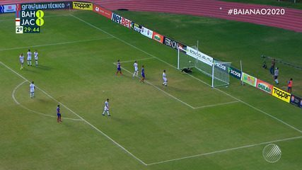 Jeferson Douglas cobra falta com força no meio do gol e Luan espalma aos 29' do 2ºT
