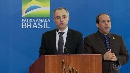 Cármen Lúcia pede explicações ao governo sobre dossiê contra servidores antifascistas