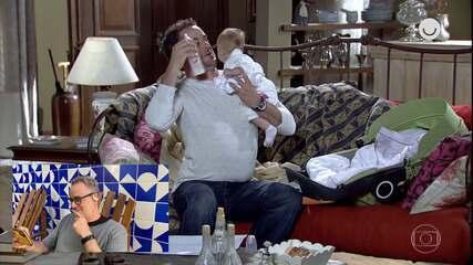 Dan Stulbach revê cena de 'Fina Estampa' e revela: 'Foi um teste para a minha vida'
