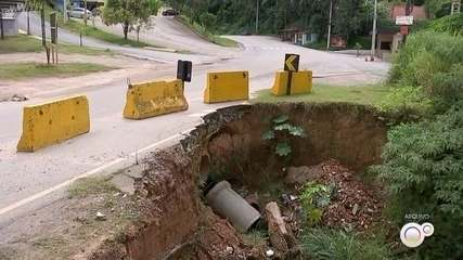 Chuva danifica desvio na estrada Mario Covas em Mairinque