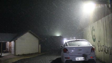 SC registra neve em Bom Jardim da Serra na noite desta quinta-feira (20). Crédito: Onéris Lopes/Amures