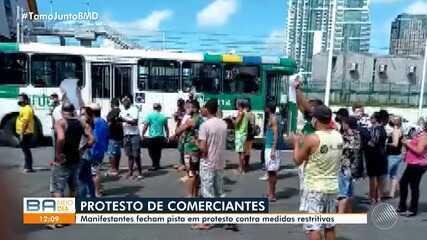 Comerciantes fazem protesto e pedem a reabertura de estabelecimentos em Pernambués