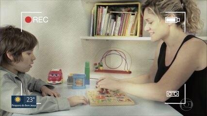 Vídeos ajudam pais no tratamento do autismo dos filhos durante pandemia