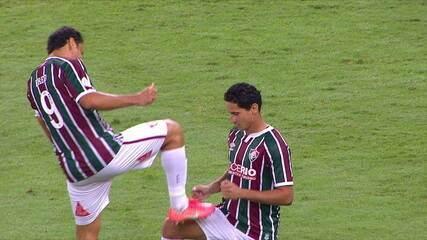 Gol do Fluminense! Fred acerta um forte chute da entrada da área, aos 35 do 2ºT