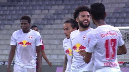 Gol do Bragantino! Claudinho é lançado, vê Santos adiantado e marca por cobertura, aos 29 do 1º tempo