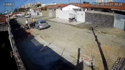 Homem avança carro, atropela vizinho em moto e parte para agressão na Grande Natal