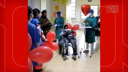 Menino de 12 anos de SC vence Covid-19 e recebe surpresa após alta hospitalar