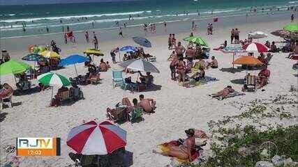 Fim de semana prolongado é de praias lotadas e descumprimento de decreto em Cabo Frio, RJ