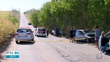 Acidente envolve três carros e mata duas pessoas na Rodovia Ângelo Rena
