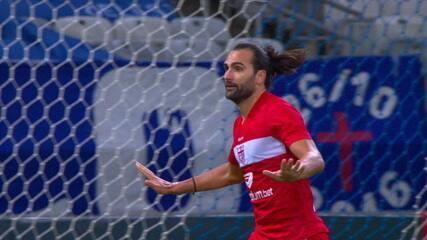 Gol do CRB! Léo Gamalho aproveita a falha da defesa e marca contra o Cruzeiro