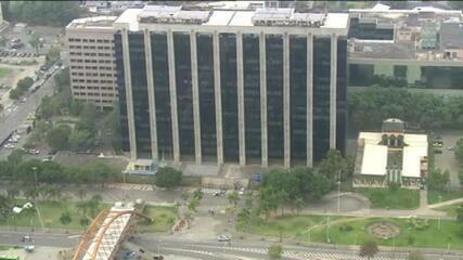 Equipes cumprem mandados no prédio de Crivella e na sede da prefeitura do Rio