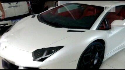Loja de veículos de luxo atribuídas ao grupo alvo da PF