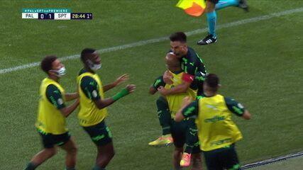 Willian aproveita vacilo da zaga e faz o gol, aos 28 do 1º tempo
