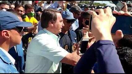 Bolsonaro causa aglomeração durante rápida passagem pelo Ceará