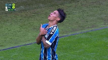 Gol do Grêmio! Após escanteio, Ferreira cabeceira e empata, aos 46' do 2º Tempo