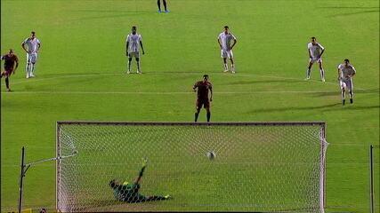 Gol do Sport! Hernane cobra pênalti com tranquilidade e marca, aos 12' do 1T