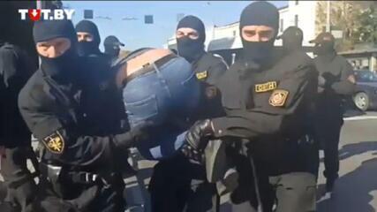 Polícia prende 100 pessoas em sexta semana de protestos em Belarus