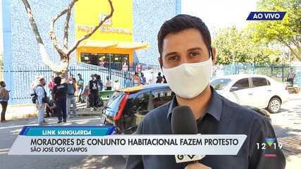 Moradores de conjunto habitacional fazem protesto em São José