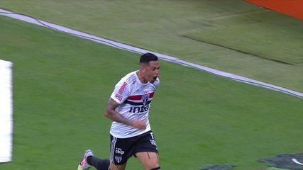 Gol do São Paulo! Após cobrança de falta, Pablo desvia e Luciano completa, aos 25' do 1° tempo