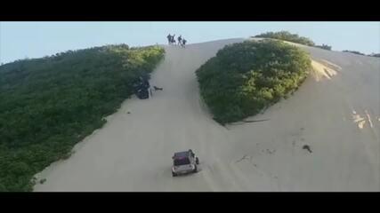 Carro capotou varias vezes nas dunas em Buzios