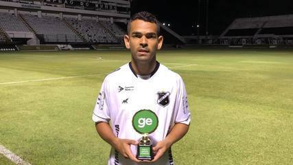 Jailson, do ABC, recebe troféu de Craque ge do Campeonato Potiguar 2020