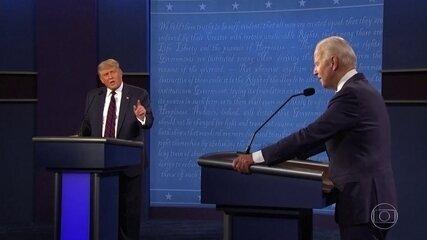 Candidatos à presidência nos EUA trocam acusações em debate marcado por interrupções