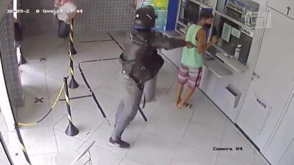 Homem armado tenta assaltar casa lotérica em Campos, no RJ