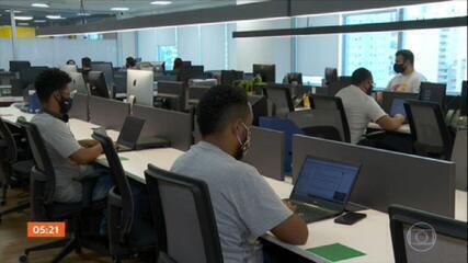 Setor de serviços se destaca na criação de novas vagas de empregos em agosto